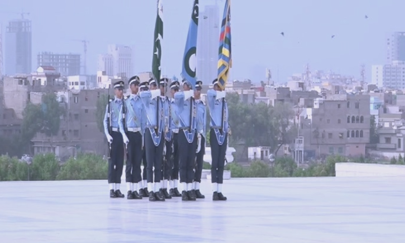 Changing of the guards at the mausoleum of Quaid-i-Azam in Karachi on Friday. — DawnNewsTV
