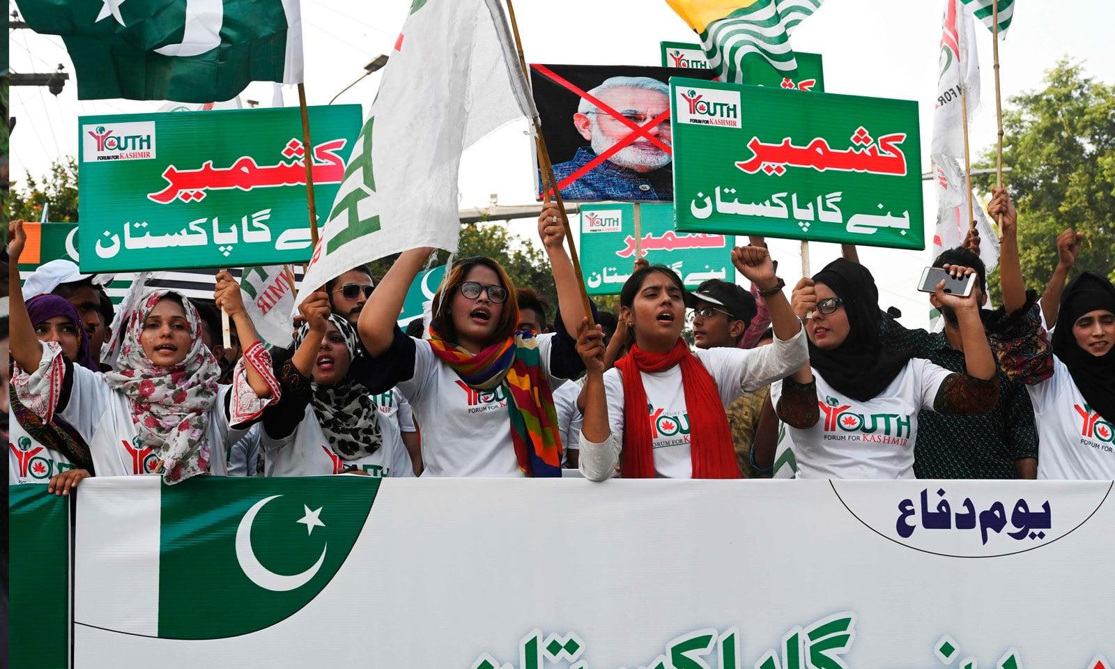 رواں برس یوم دفاع کو یوم یکجہتی کشمیر کے طور پر منایا گیا — فوٹو: اے ایف پی