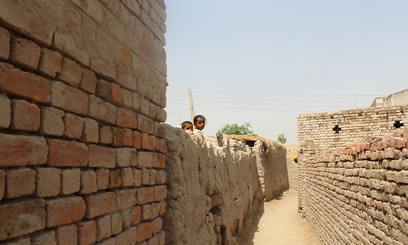 نصرت بانو کا گاؤں—تصویر شیما صدیقی