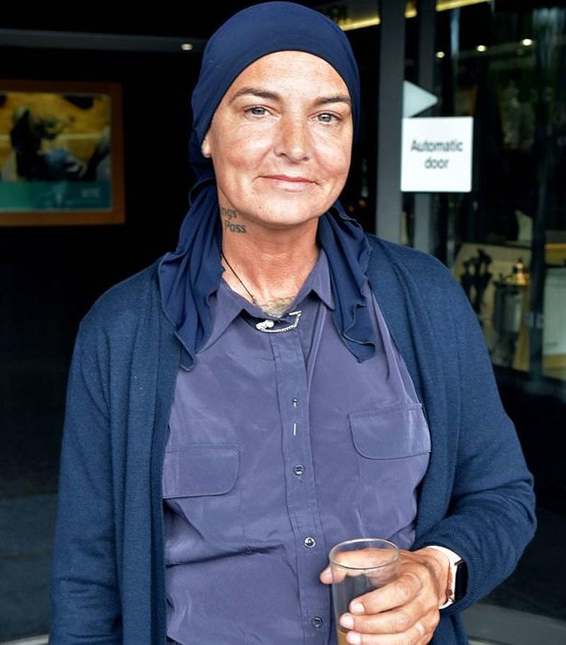 گزشتہ 10 ماہ سے گلوکارہ کو اسلامی طرز کے لباس میں دیکھا گیا ہے—فوٹو: ڈبلیو ای این این