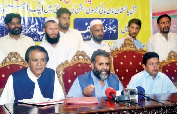 All Pakistan Nanbai Association President Shafiq Qureshi speaks at a press conference on Saturday. — White Star
