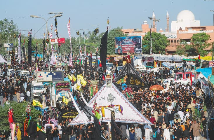 Ashura procession passes the Mazar-i-Quaid in Karachi | White Star