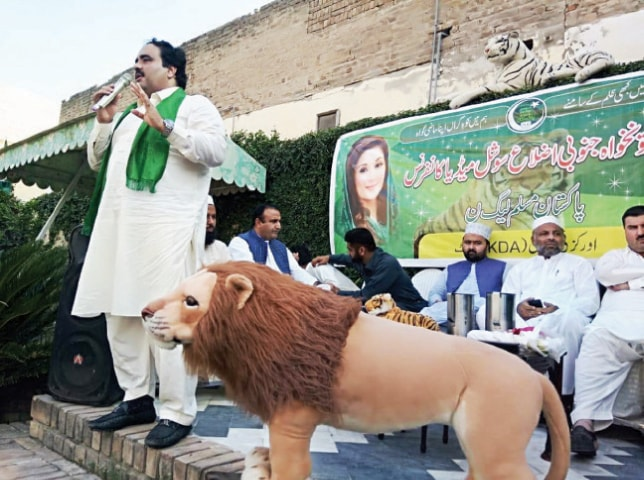 PML-N leader Mian Alamgir addresses party workers in Kohat on Monday. — Dawn