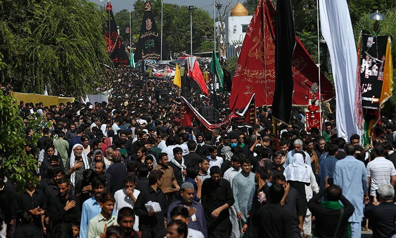 یومِ عاشور کے موقع پر صدر مملکت عارف علوی اور وزیراعظم عمران خان نے خصوصی پیغام جاری کیے — تصویر: اے پی