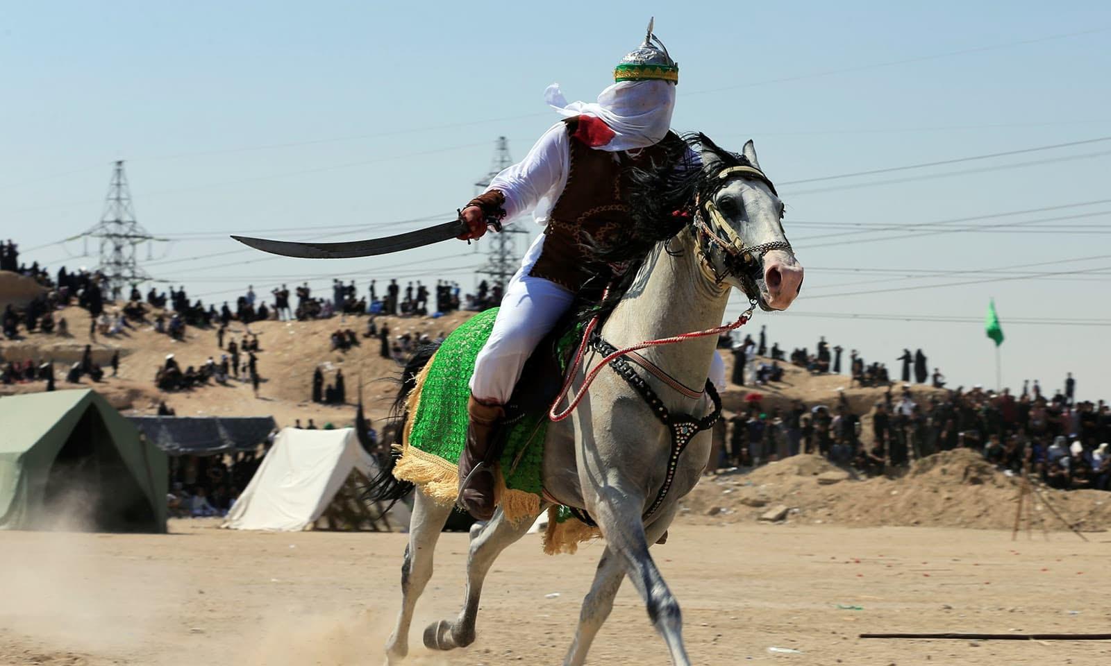 عراق کے شہر نجف میں واقعہ کربلا کو تمثلی انداز میں دہرایا گیا—رائٹرز