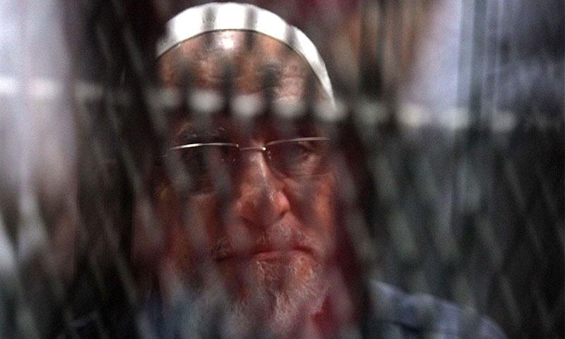 اخوان المسلمون کے رہنما محمد بدیع کو 25 سال عمر قید کی سزا دی گئی — تصویر: اے ایف پی