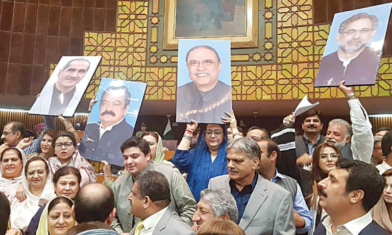 Unfazed by opposition protest, Alvi heaps praise on PTI govt