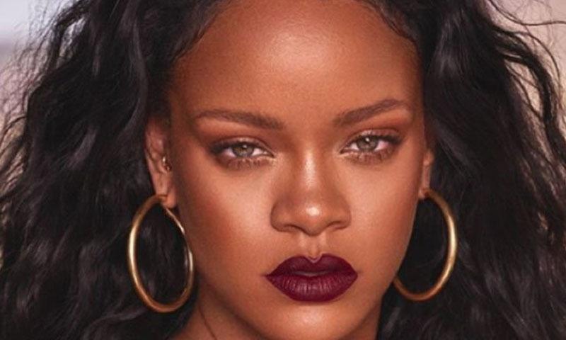 ریانا کا شمار دنیا کی کامیاب ترین گلوکاراؤں میں کیا جاتا ہے —فوٹو/ اسکرین شاٹ