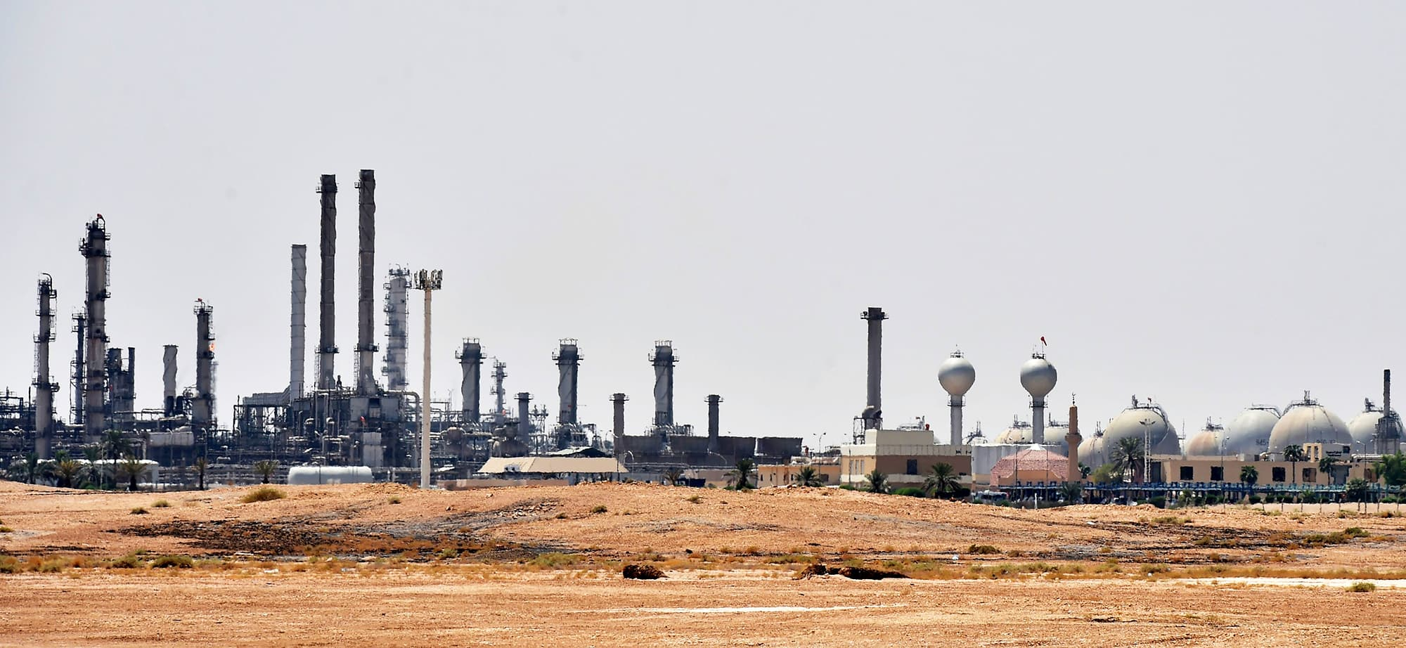 A picture taken on September 15, 2019 shows an Aramco oil facility near al-Khurj area, just outside the Saudi capital Riyadh. - Saudi Arabia raced today to restart operations at oil plants hit by drone attacks which slashed its production by half, as Iran dismissed US claims it was behind the assault. The Tehran-backed Huthi rebels in neighbouring Yemen, where a Saudi-led coalition is bogged down in a five-year war, have claimed thi weekend's strikes on two plants owned by state giant Aramco in eastern Saudi Arabia