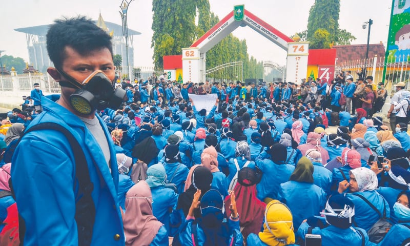 Riau: Hundreds of students protest outside the governor's office on Monday, calling upon the government to do more to fight forest fires in the region.—AFP