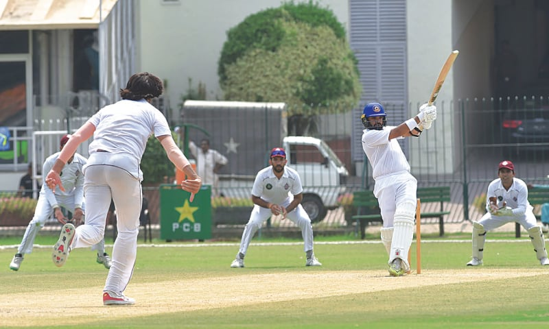 LAHORE: Central Punjab opener Azhar Ali pulls a delivery from Southern Punjab paceman Mohammad Irfan during their Quaid-i-Azam Trophy match at the Gaddafi Stadium on Monday.—M.Arif/White Star