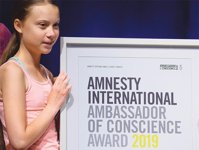Swedish climate activist Greta Thunberg poses with her award.—AFP