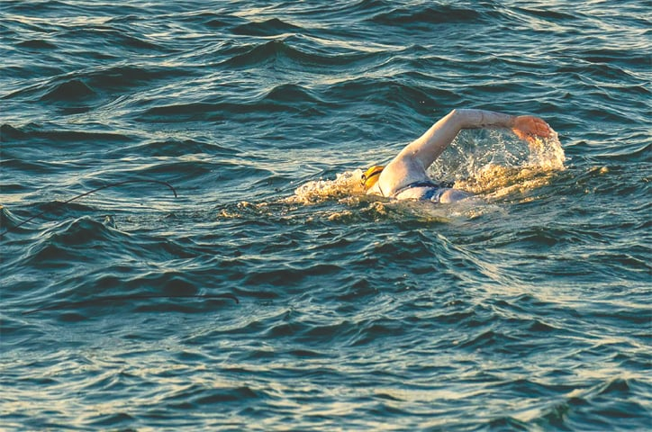 Sarah Thomas swims in English Channel between England and France.—AFP