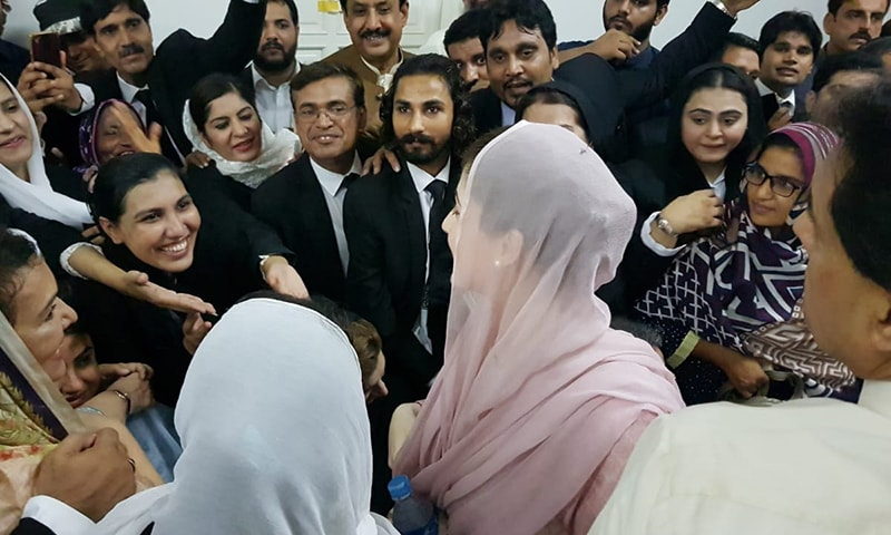 Maryam Nawaz (C) greeted by supporters on arrival at an accountability court in Lahore. — Photo courtesy Adnan Sheikh