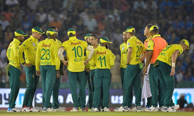 India restrict Proteas after De Kock shines