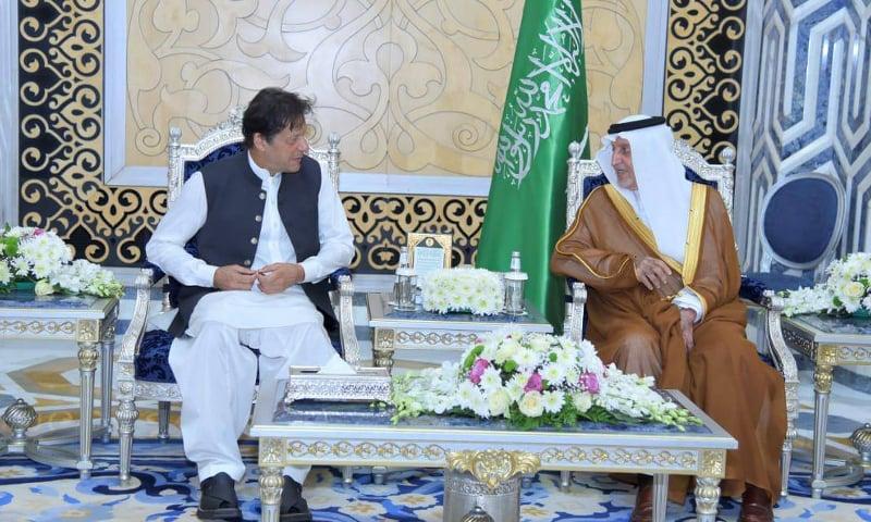 مکہ کے گورنر خالد الفيصل بن عبدالعزيز نے وزیراعظم عمران سے ملاقات کی۔ فوٹو:وزیراعظم ہاؤس