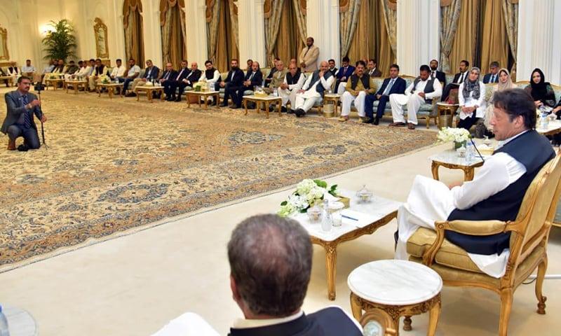 عمران خان نے پاکستانی کمیونٹی سے ملاقات میں کشمیر کی صورتحال پر گفتگو کی۔ فوٹو: وزیراعظم ہاؤس