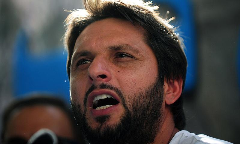 شاہد آفریدی نے کپتان سرفراز احمد ونڈےاور ٹی20 پر توجہ دینے کا مشورہ دیا— فائل فوٹو: رائٹرز