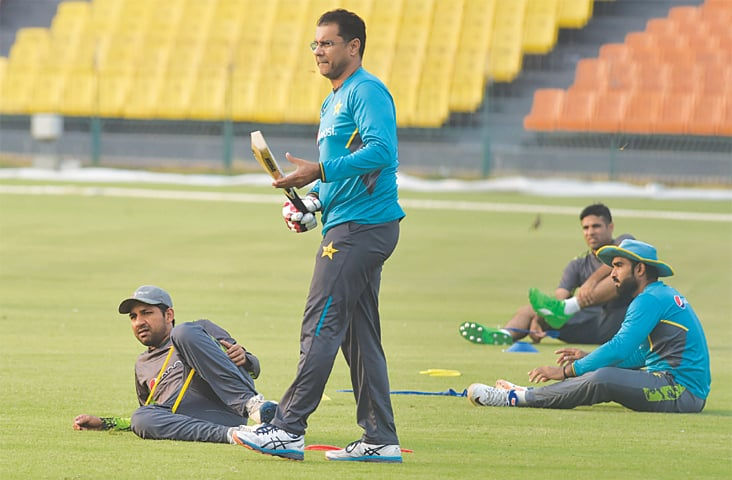 LAHORE: Pakistan bowling coach Waqar Younis (R) and skipper Sarfraz Ahmed attend the national training camp at the Gaddafi Stadium on Thursday.—M.Arif/White Star