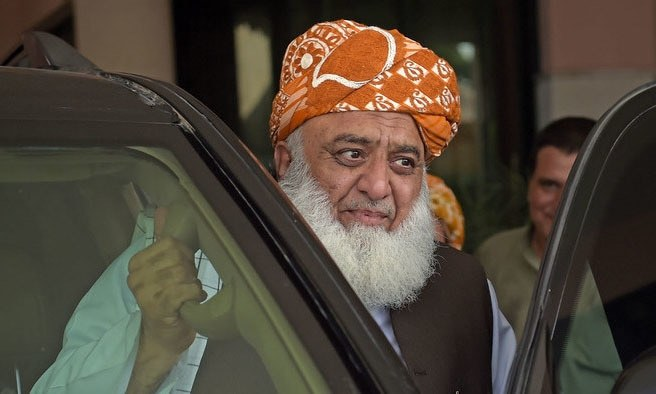 JUI-F chief accuses PTI govt of selling out Kashmir