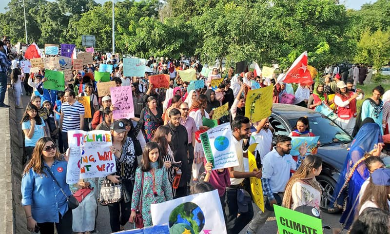 Students, children, and civil society members marching to raise awareness for action against climate change. — Climate Action Now Pakistan's Twitter account