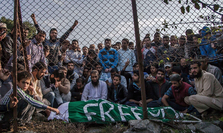 بھارت نے 5 اگست کو مقبوضہ کشمیر کی خصوصی حیثیت ختم کردی تھی— فائل فوٹو: اے پی