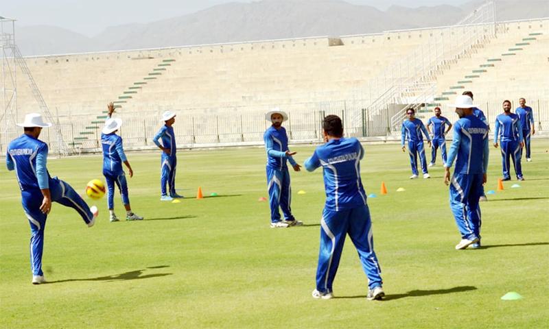 سدرن پنجاب کی ٹیم کے کھلاڑی بگٹی اسٹیڈیم میں ٹریننگ کر رہے ہیں— فوٹو بشکریہ پی سی بی