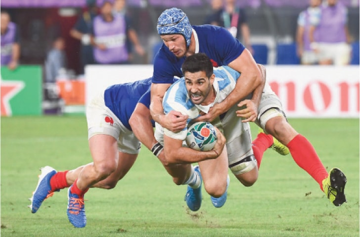 TOKYO: Argentina's Jeronimo de la Fuente is tackled by France's Yoann Huget (L) and Wenceslas Lauret during their Rugby World Cup Pool 'C' match at the Tokyo Stadium on Saturday.—AFP