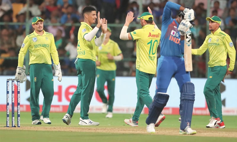 South African paceman Beuran Hendricks (second L) celebrates with team-mates after dismissing India's Hardik Pandya during the third Twenty20 International on Sunday.—AP