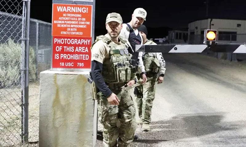 ایریا 51 کی باڑ کے 200 میٹر تک آنا ممنوع ہے اور ایسا کرنے والے پر جرمانہ عائد کرنے سمیت انہیں سزا دی جاسکتی ہے—فوٹو: رائٹرز