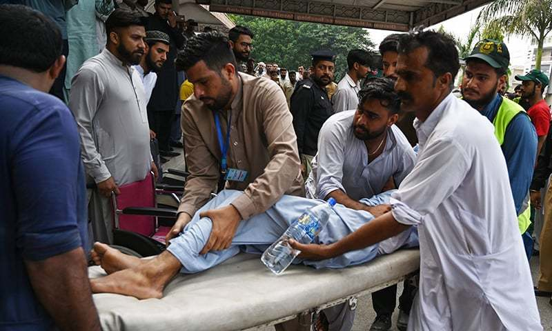Paramedics shift an injured following a quake of 4.4 magnitude, in Mirpur in AJK on September 26, 2019. — AFP
