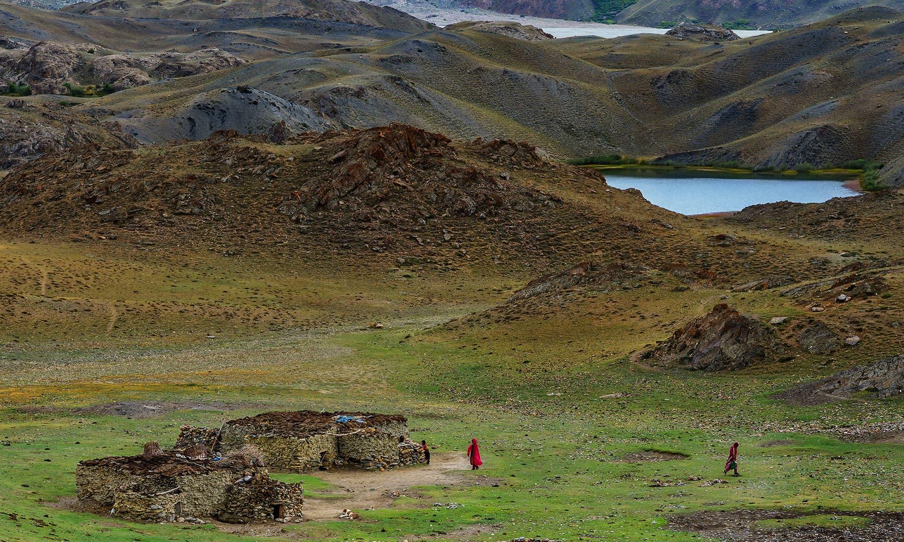 لشکر گاز اور لیلیٰ رباط کے درمیان موجود ایک اکیلا گھر—سید مہدی بخاری
