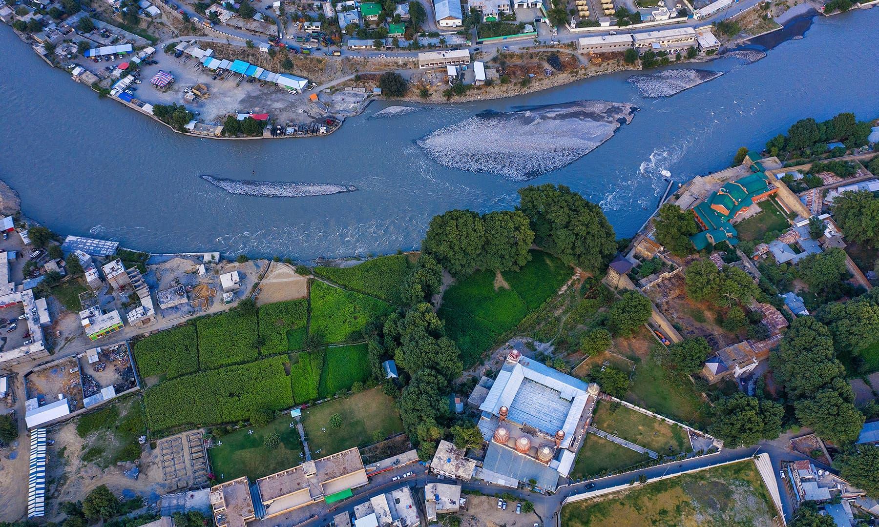 شاہی مسجد اور قرب و جوار—سید مہدی بخاری