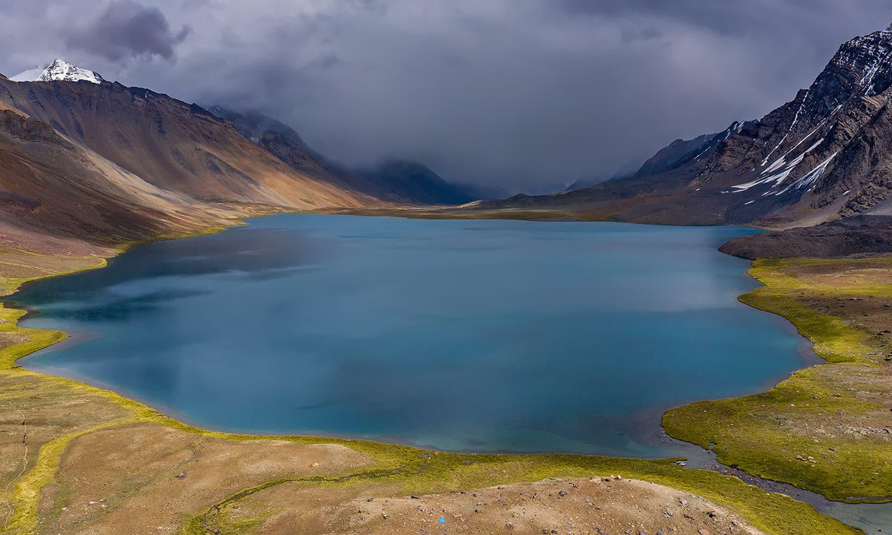 کرومبر جھیل میرے سامنے رنگ بدلتی رہی—سید مہدی بخاری