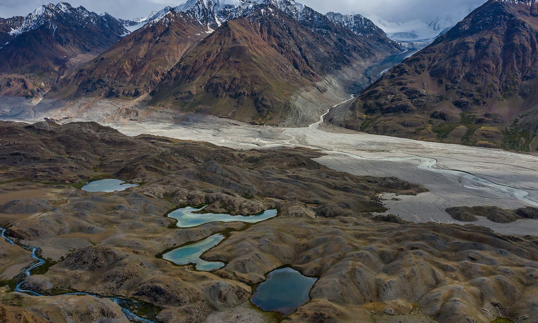شوار شیر کیمپ سائٹ میں واقع جھیلیں—سید مہدی بخاری