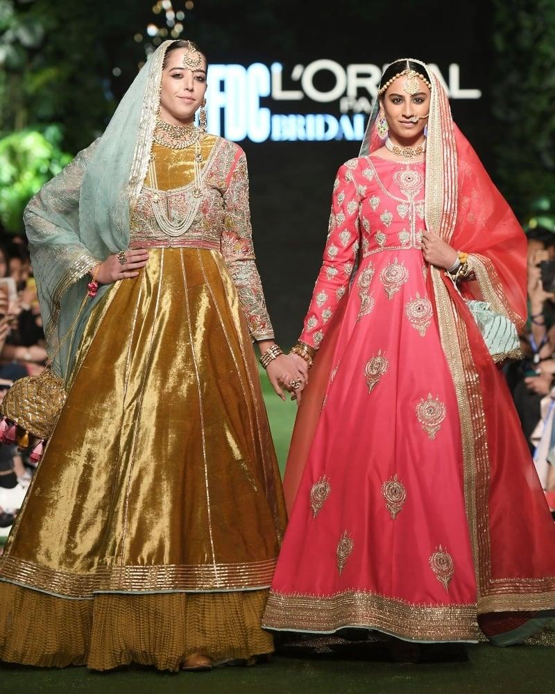 حسن ریہار کے عروسی جوڑے بھی دیدہ زیب رنگوں میں پیش کیے گئے