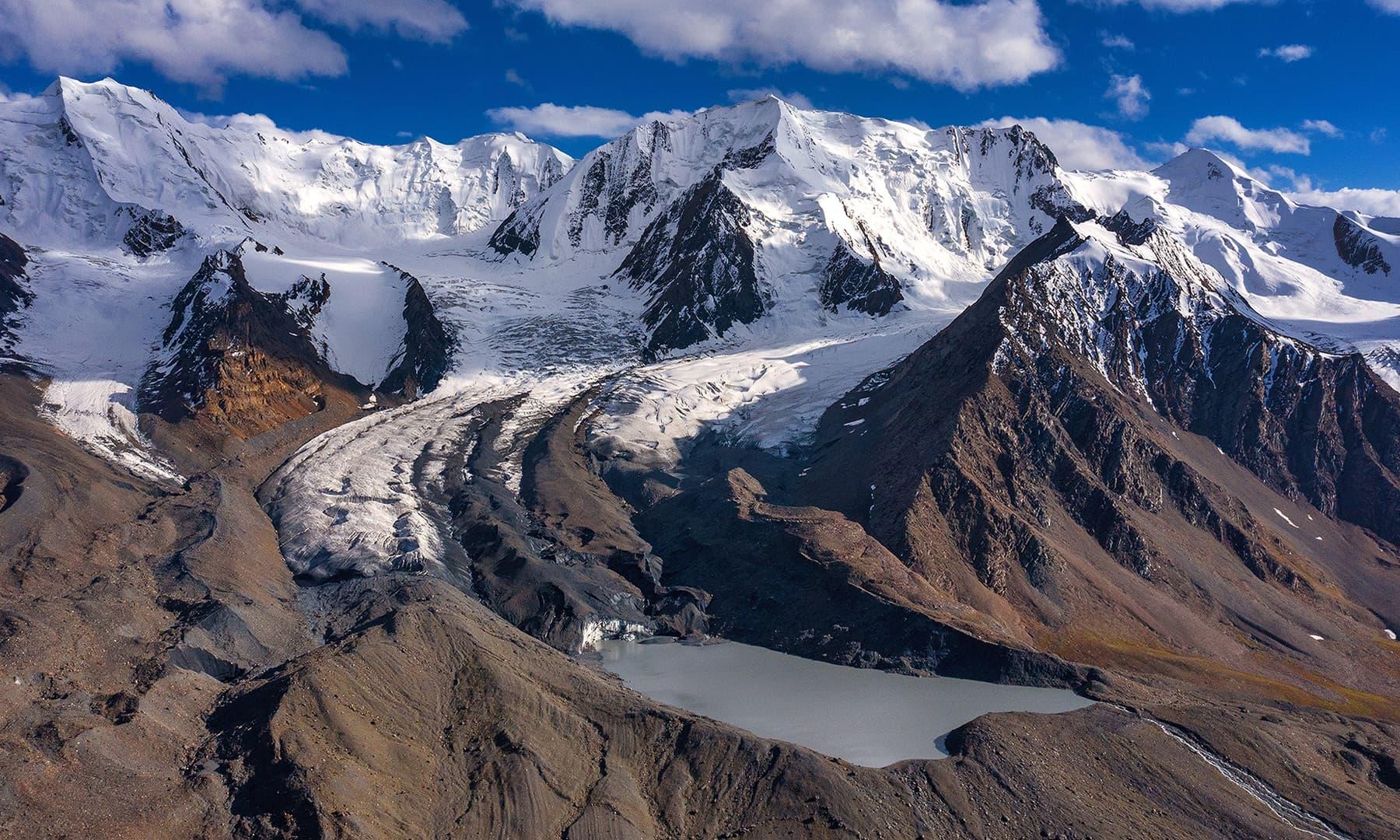 چینٹر گلیشیر اور گلیشیائی جھیل—سید مہدی بخاری