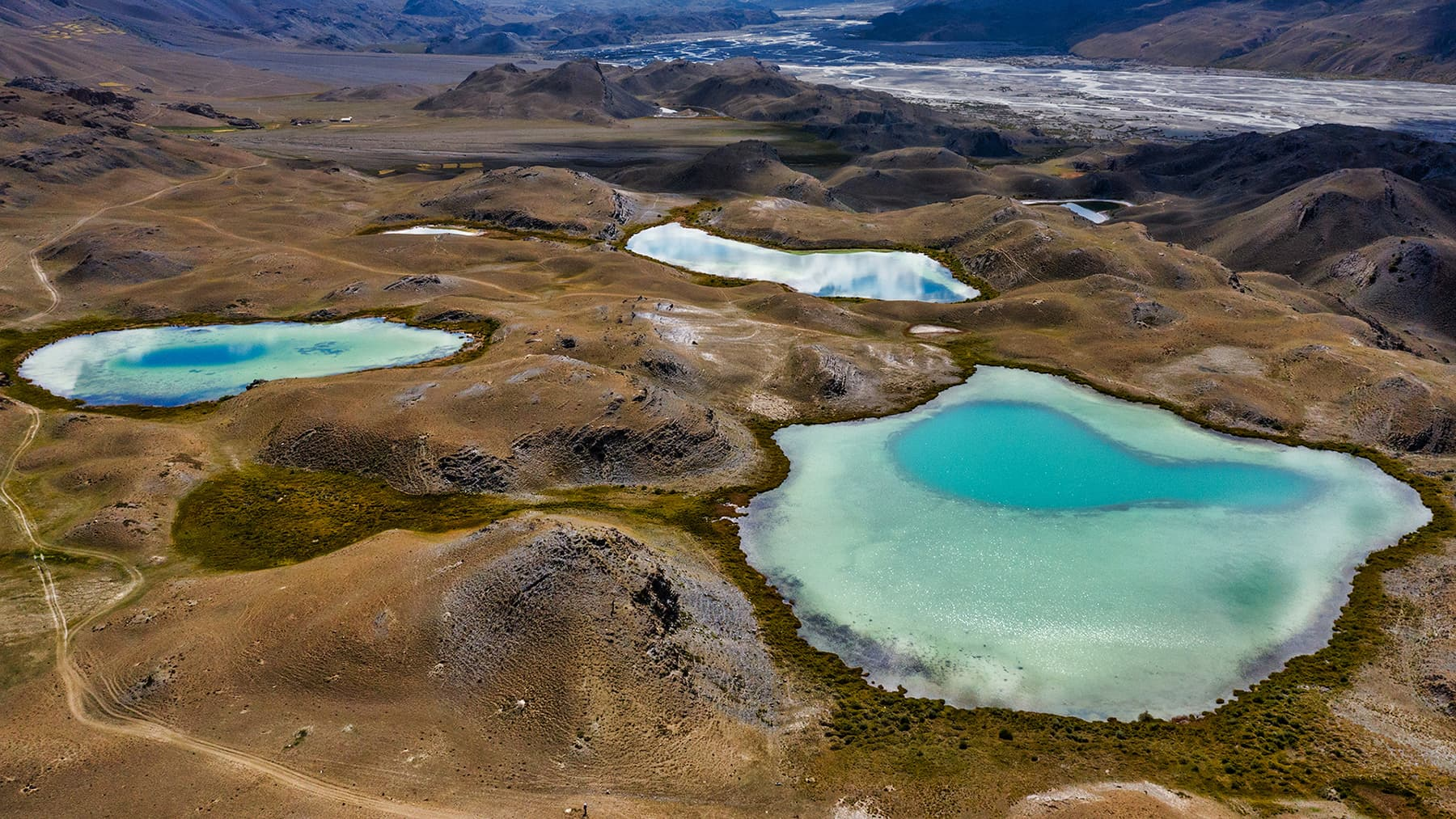 لشکر گاز کے قرب و جوار میں واقع جھیلیں—سید مہدی بخاری