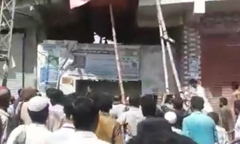 پولیس اس واقعے کا مقدمہ درج کرنے میں بھی ہچکچاہٹ کا شکار تھی—تصویر: ٹوئٹر