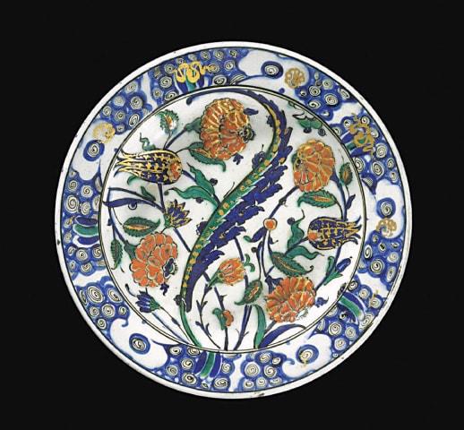 Glazed and gilded pottery dish from Iznik, Turkey (1601-1625)