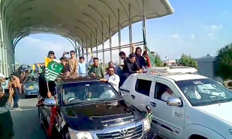 PTI leaders, supporters gathered on Sunday at Islamabad airport to welcome PM Imran from UN trip. — DawnNewsTV