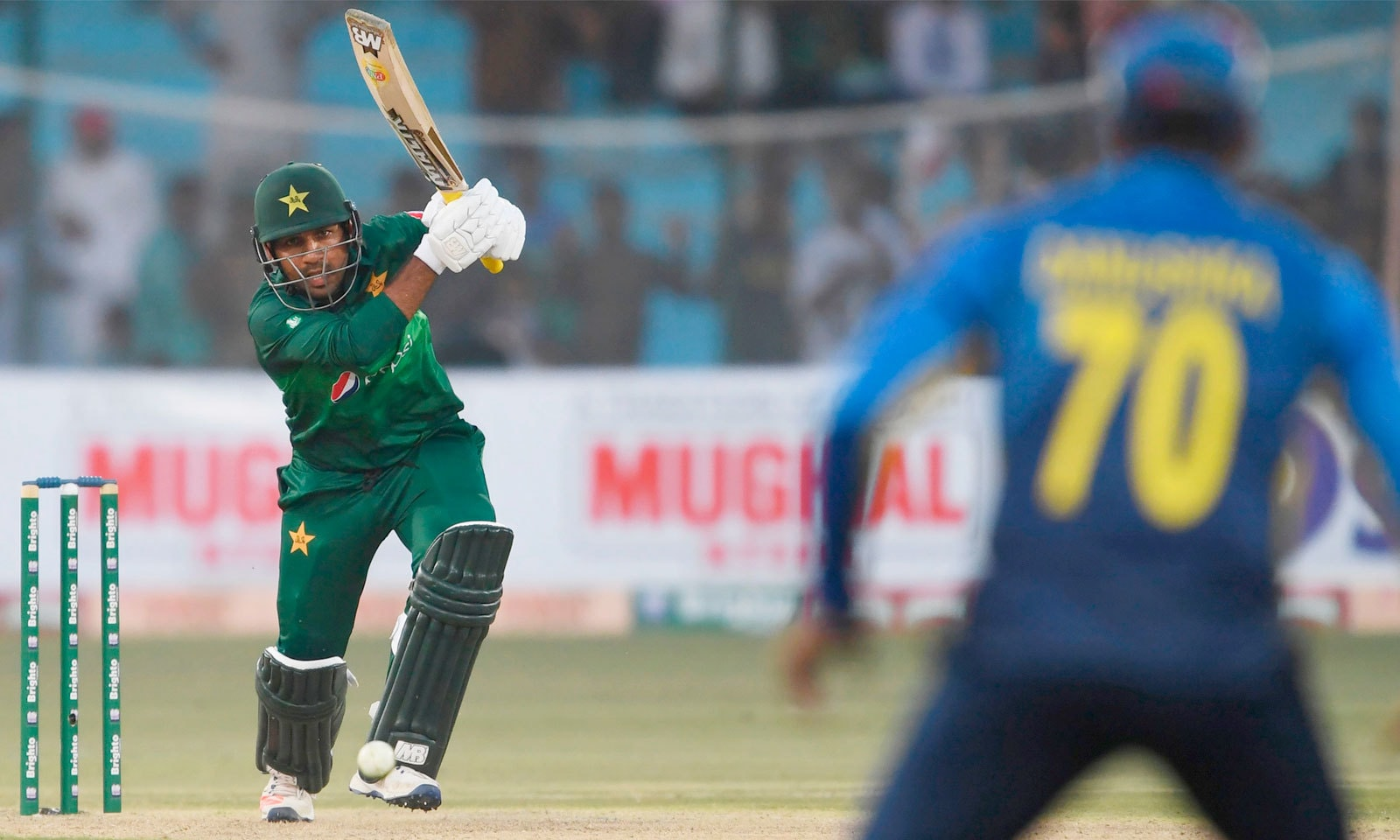 کپتان سرفراز احمد ایک مرتبہ پھر بڑی اننگز کھیلنے میں ناکام رہے— فوٹو: اے ایف پی