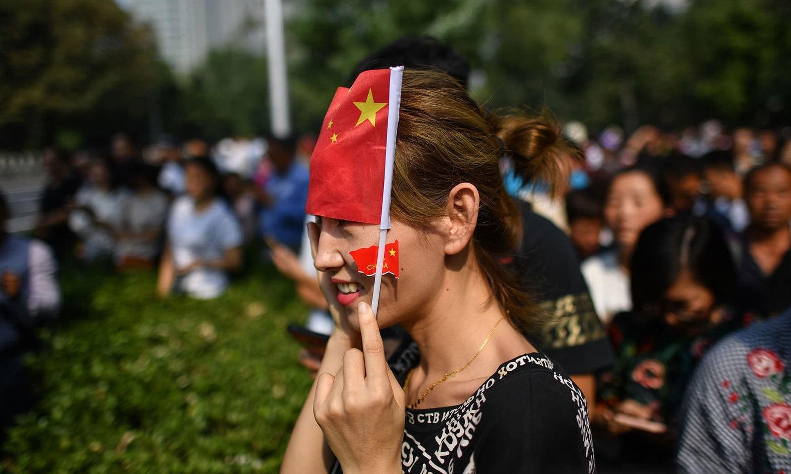 فوجی طاقت کا مظاہرہ دیکھنے کے لیے عوام کی بڑی تعداد نے تقریب میں شرکت کی — فوٹو: اے ایف پی