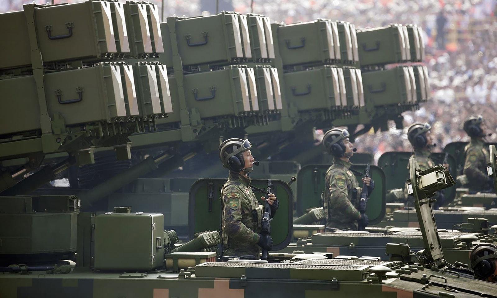 تقریب میں بھرپور فوجی طاقت کا مظاہرہ کیا گیا — فوٹو: رائٹرز