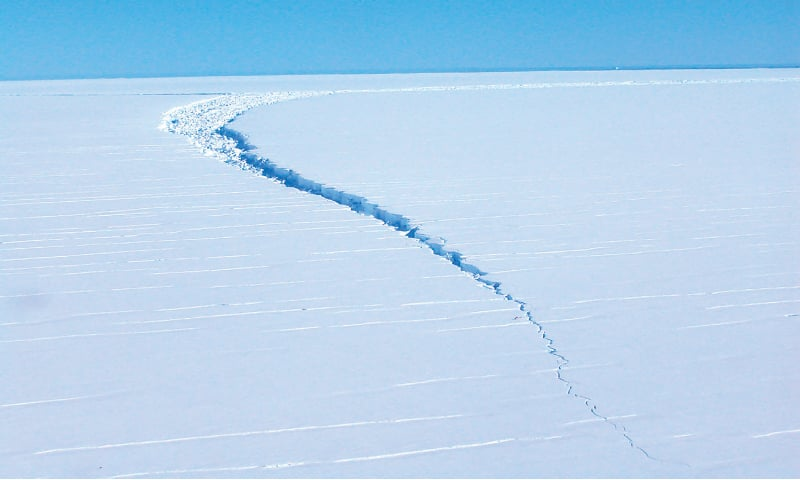 """MELBOURNE: This undated picture received on Tuesday courtesy of the Australian Antarctic Division shows a """"loose tooth"""" on the Amery Ice Shelf in eastern Antarctica.—AFP"""