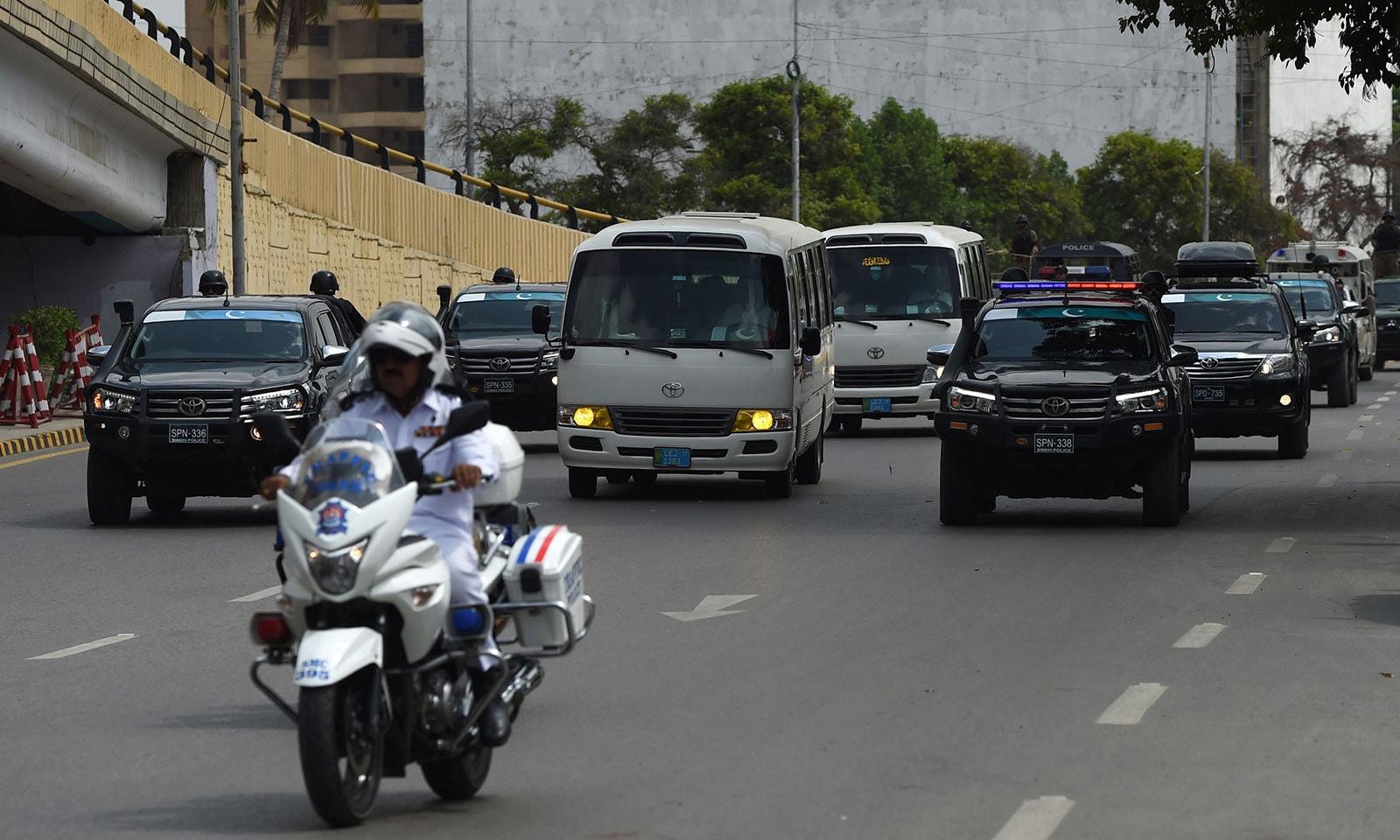 سری لنکا کی ٹیم کو کراچی میں بہترین سیکیورٹی فراہم کی گئی—فوٹو:اے ایف پی