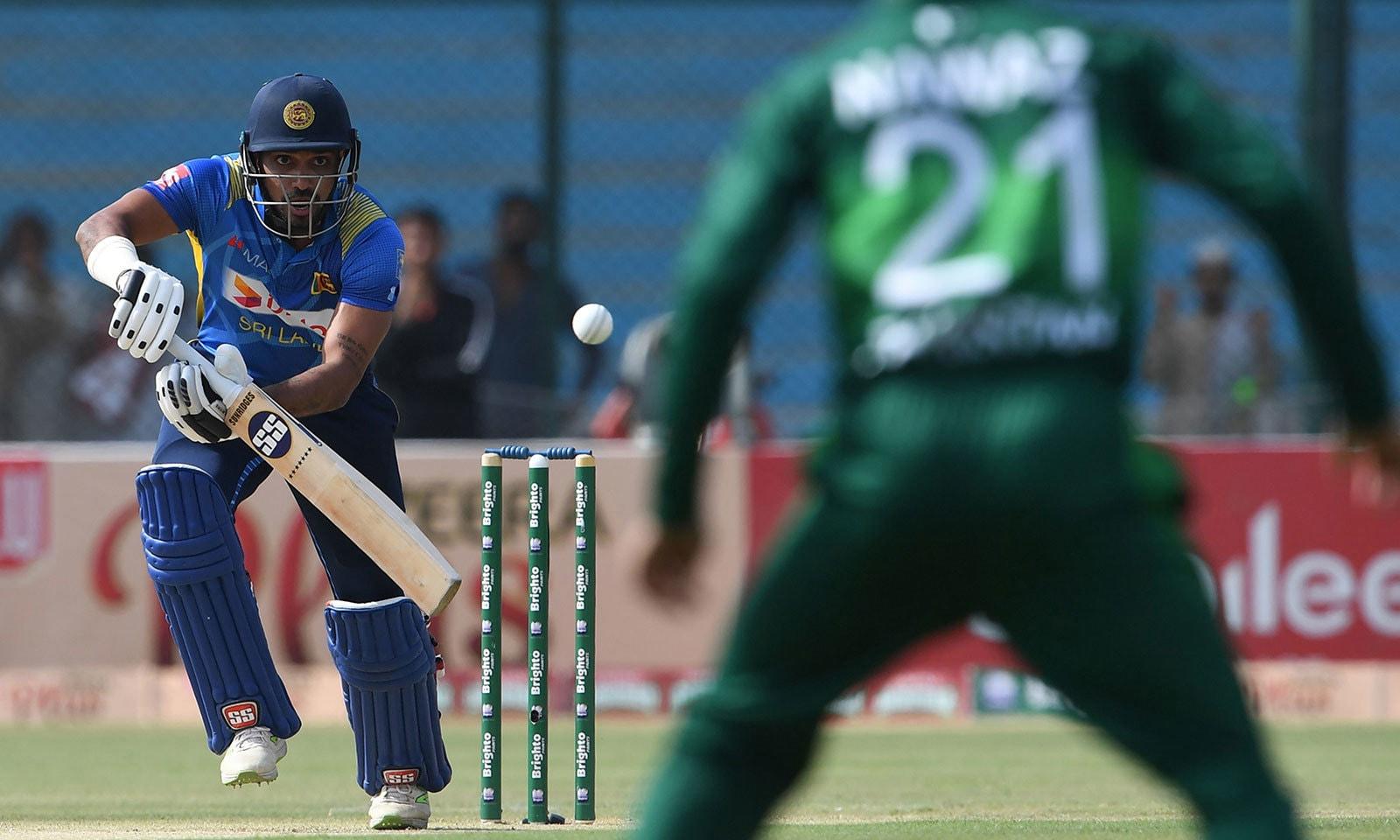 محمد عامر نے سری لنکا کی پہلی وکٹ گرائی—فوٹو:اے ایف پی