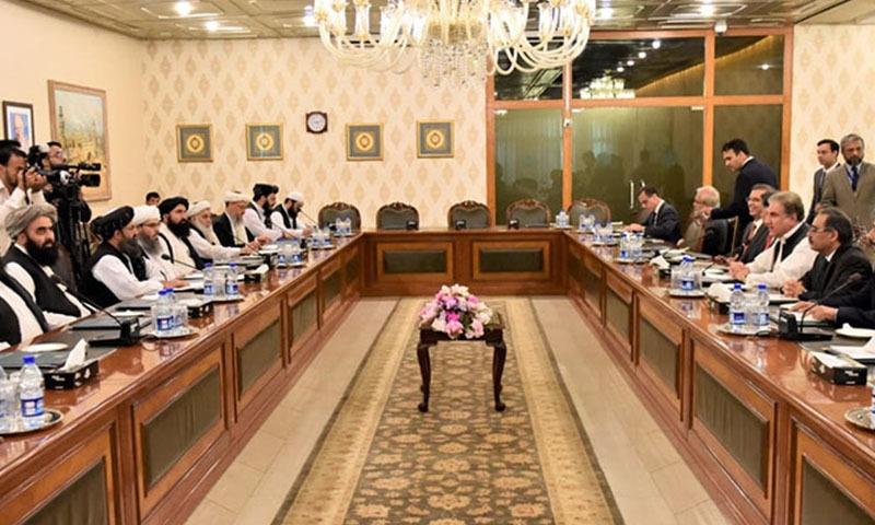 طالبان وفد کی سربراہی ملا عبدالغنی برادر جبکہ پاکستانی وفد وزیر خارجہ شاہ محمود قریشی کی سربراہی میں ملاقات میں شریک ہوا — تصویر: نوید صدیقی