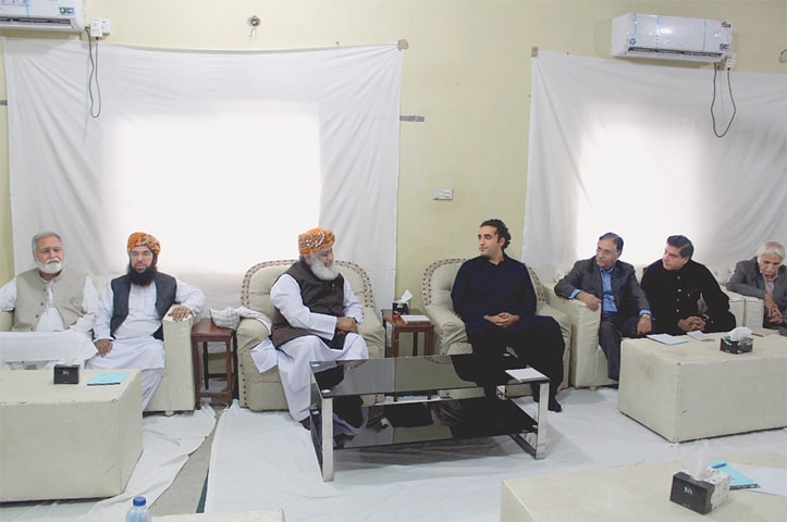 ISLAMABAD: Pakistan Peoples Party chairperson Bilawal Bhutto-Zardari meets Jamiat Ulema-i-Islam chief Maulana Fazlur Rehman on Thursday.—White Star
