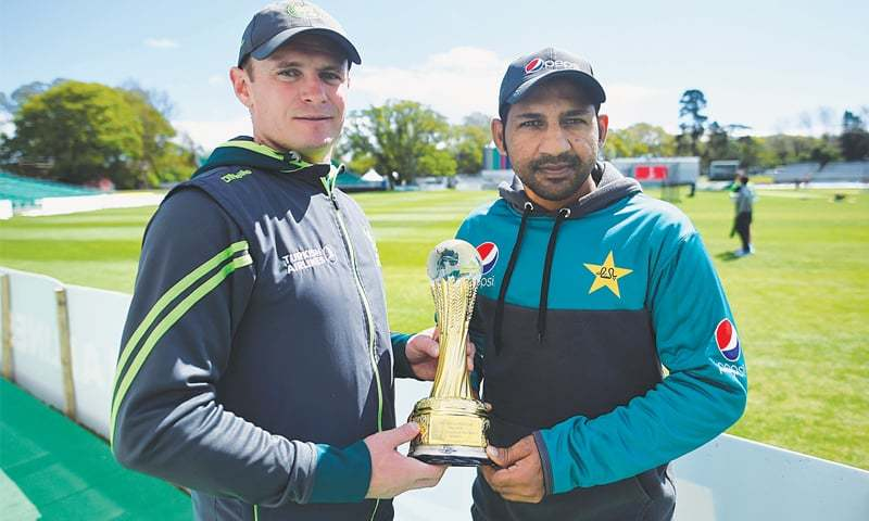 Ireland captain William Porterfield (L) and his Pakistani counterpart Sarfraz Ahmed pose with the trophy on the eve of the one-off Test at the Malahide Cricket Club.— Reuters/File